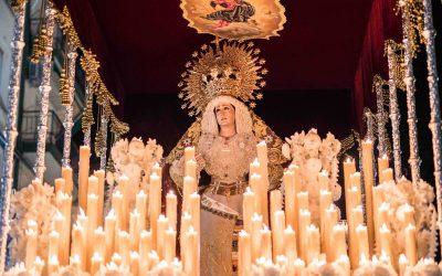 El grupo joven proyecta una gran petalada a la Virgen del Rosario