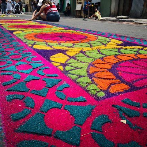 El Grupo Joven creará un alfombra de colores para Corpus Christi de Linares
