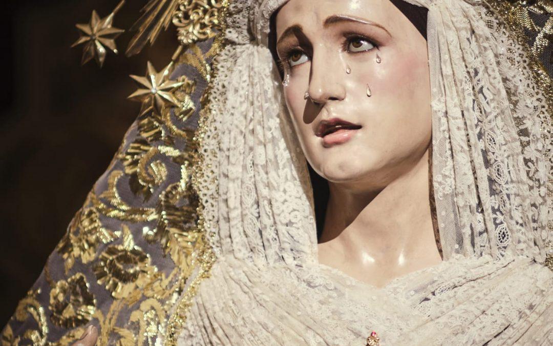 Nuestra Señora del Rosario ataviada para el tiempo litúrgico Cuaresmal
